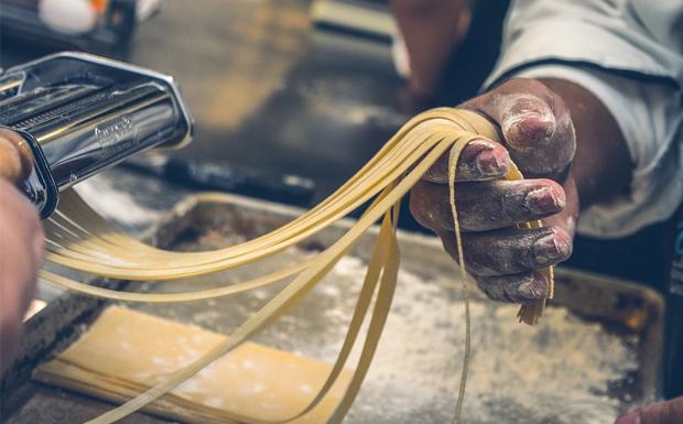 Σήμερα γιορτάζουν τα ζυμαρικά – Η ιστορία του μακαρονιού
