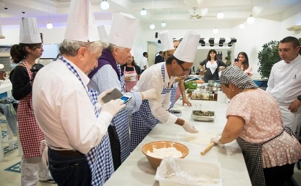 Τα ελληνικά τρόφιμα και ποτά κερδίζουν τις εντυπώσεις στη Γαλλία