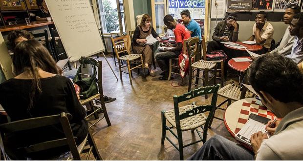 ΤΑ ΠΙΣΩ ΘΡΑΝΙΑ: Πρωτοβουλία για εκπαίδευση χωρίς διακρίσεις