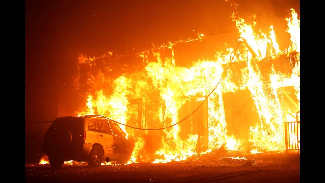Στο έλεος της πύρινης λαίλαπας οι κάτοικοι της Καλιφόρνιας