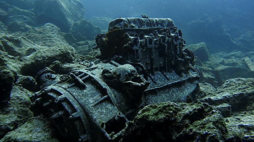 Το βυθισμένο «νεκροταφείο» αυτοκινήτων στα Λεγραινά!