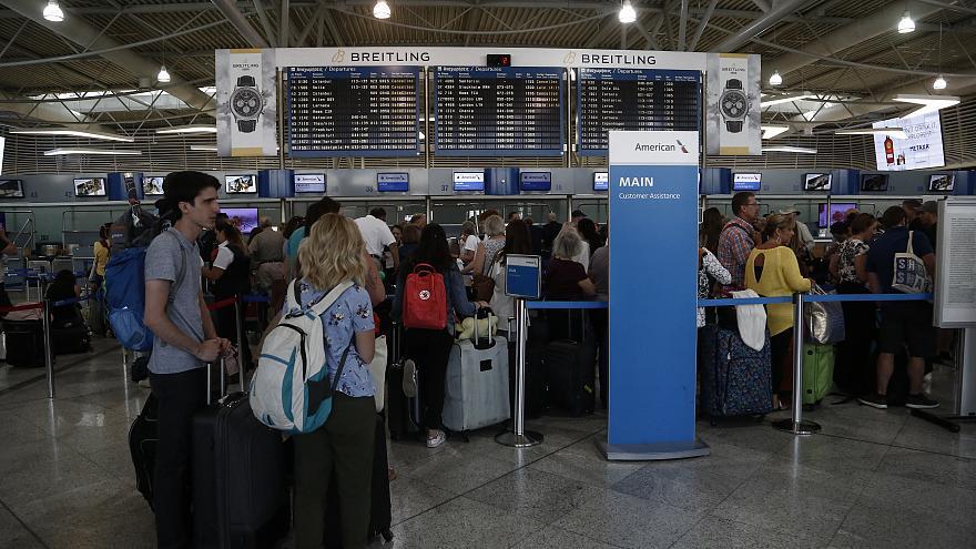 Χιλιάδες συλλήψεις σε ελληνικά αεροδρόμια για πλαστά έγγραφα