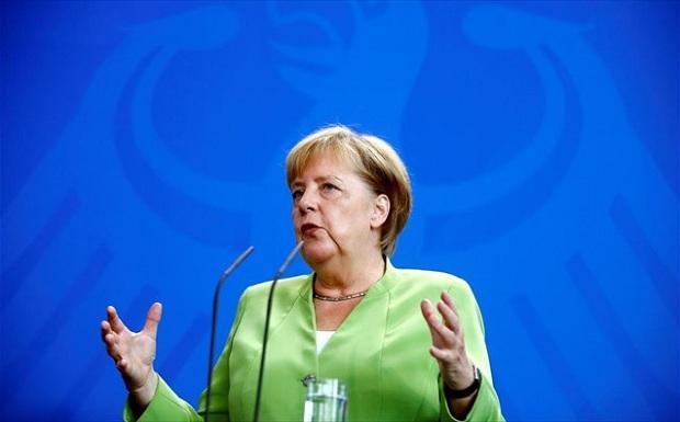 Η Μέρκελ συμφωνεί στη μείωση της φορολογίας αλλά όχι του πλεονάσματος