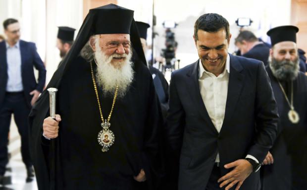 Στα κρυφά Τσίπρας και Ιερώνυμος μοίρασαν τα «ιμάτια» της Εκκλησίας – Οργή Θεού για τη συμφωνία