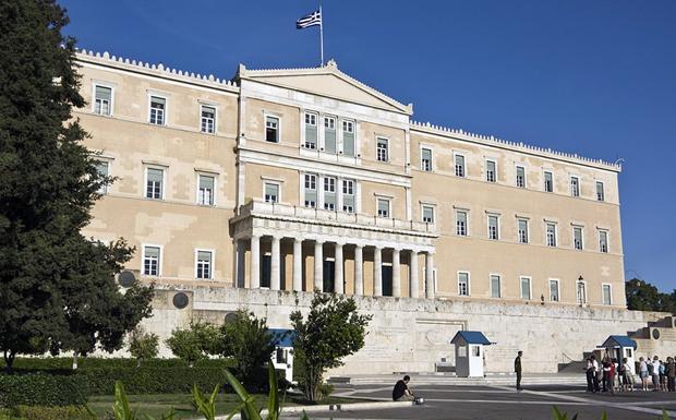 Με μια ματιά η κόντρα στη Βουλή με φόντο τη Συνταγματική Αναθεώρηση