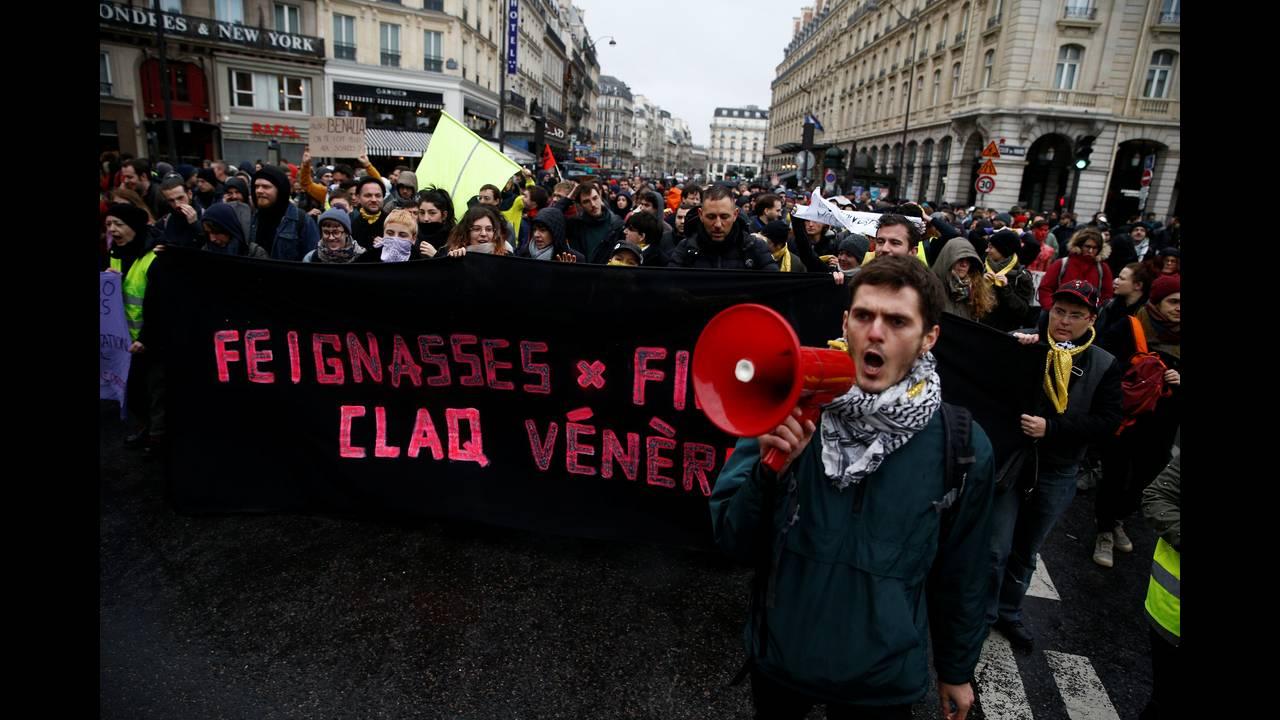 Γαλλία: Περισσότεροι από 100 οι τραυματίες στις σφοδρές συγκρούσεις αστυνομίας – «κίτρινων γιλέκων»