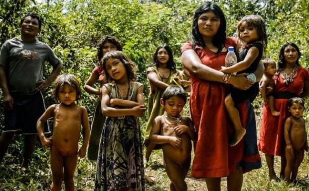 Ποιος είναι πιο ευτυχισμένος… Μήπως οι κάτοικοι της μικρής αυτής φυλής, μέσα στην άγνοιά τους;