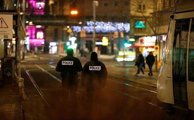 Πυροβολισμοί στο Στρασβούργο με ένα νεκρό και δέκα τραυματίες – «Είμαστε εγκλωβισμένοι», λένε Ελληνες ευρωβουλευτές