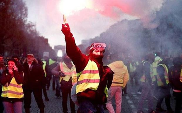 Στους δρόμους ξανά το Σάββατο τα «κίτρινα γιλέκα» – Κλείνουν καταστήματα, μουσεία και ο Πύργος του Άιφελ