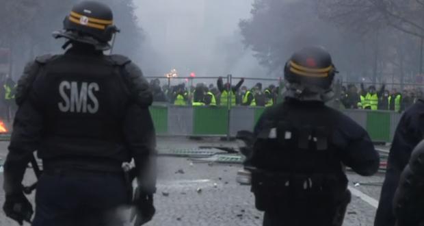 Το Παρίσι στις «φλόγες»: Τι είναι τα «κίτρινα γιλέκα» και γιατί εξεγέρθηκαν κατά του Μακρόν