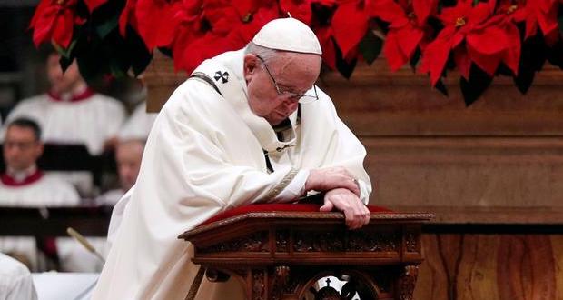«Κούρεψε» ο Πάπας τους μισθούς…