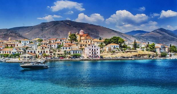 Τουρισμός: Φρενάρει η ατμομηχανή της ελληνικής οικονομίας