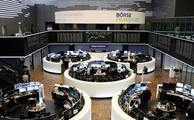«Βουτιά» άνω του 3% στις ευρωπαϊκές αγορές – Βαθύ κόκκινο και στη Wall Street