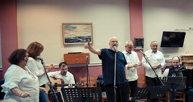 Διον. Σαββόπουλος και Pfizer Hellas Band κοντά στους ηλικιωμένους του Δήμου Αγίας Βαρβάρας