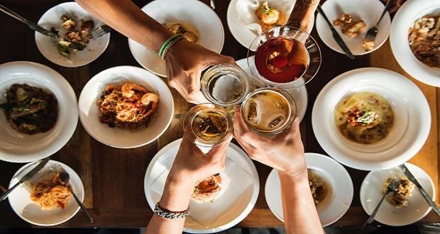 ΕΚΠΟΙΖΩ: Δικαιώματα καταναλωτών – Διατροφή στις διακοπές