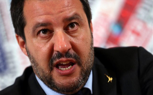 Ο Σαλβίνι κατηγορεί τη Γαλλία ότι τη συμφέρει η κατάσταση στη Λιβύη