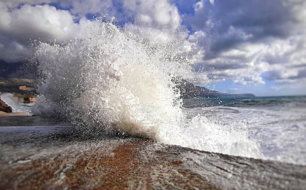 Η άγρια ομορφιά της θάλασσας στην Πεσσάδα (εικόνες)