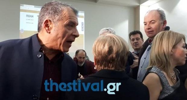 Επίθεση γυναίκας στον Θεοδωράκη στη Θεσσαλονίκη: Μας ξεπούλησες (βίντεο)