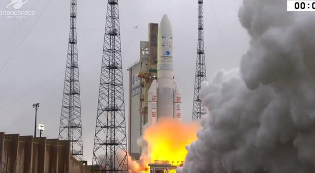 Στο διάστημα ο HellasSat 4 (βίντεο)