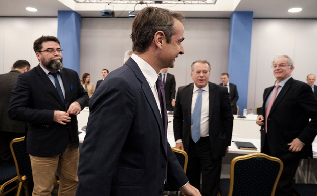 Mητσοτάκης: Η κυβέρνηση μειοψηφίας νοικιάζει «κομπάρσους» – Nα ορίσει εκλογές ο Τσίπρας