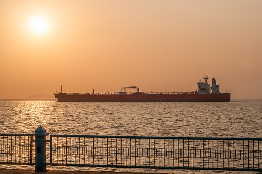 Reuters: «Επέλαση» του αμερικανικού πετρελαίου στην Ευρώπη, καθώς «εκδιώκονται» Ιράν και Βενεζουέλα