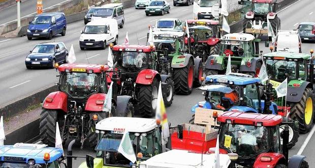 Αγρότες-κτηνοτρόφοι: Αποχωρούν το Σάββατο από τα μπλόκα