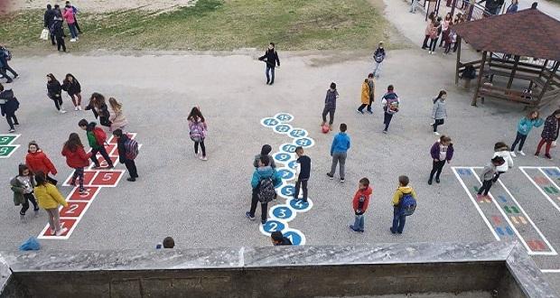 Οι ζωγραφιές – παιχνίδια στην αυλή του 30ού Δημοτικού Σχολείου Τρικάλων