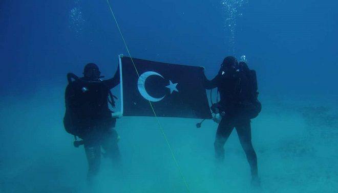 """Ο Αποστολάκης ξήλωσε τη φωτογραφία των Τούρκων από την """"Σούδα"""""""