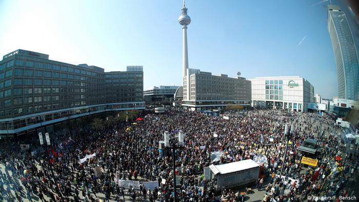 Διαδηλώσεις υπέρ της απαλλοτρίωσης ακινήτων στη Γερμανία – Έλλειψη διαμερισμάτων σε προσιτές τιμές και υψηλά νοίκια