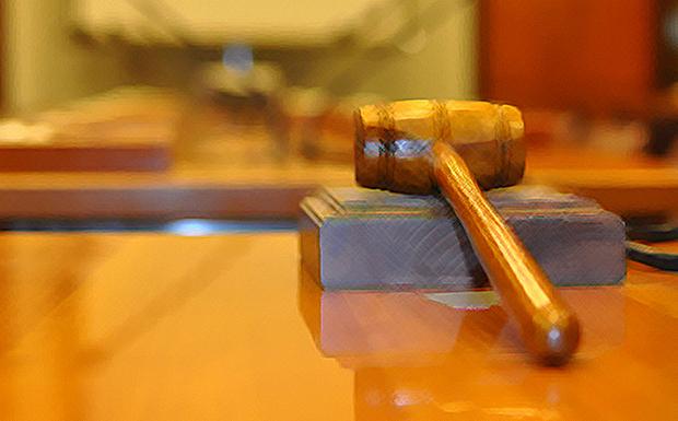 Οι «θεσμοί» βάζουν χέρι και στα δικαστήρια