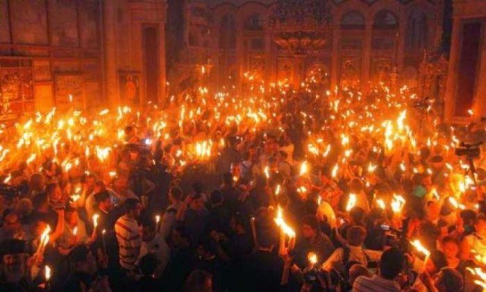 Live: Η Τελετή Αφής του Αγίου Φωτός από τα Ιεροσόλυμα