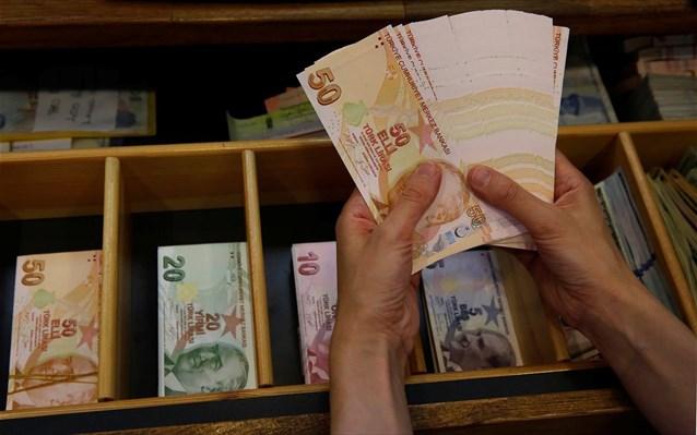 Η Τουρκία «ξεπούλησε» δύο δισ. συνάλλαγμα σε μία εβδομάδα