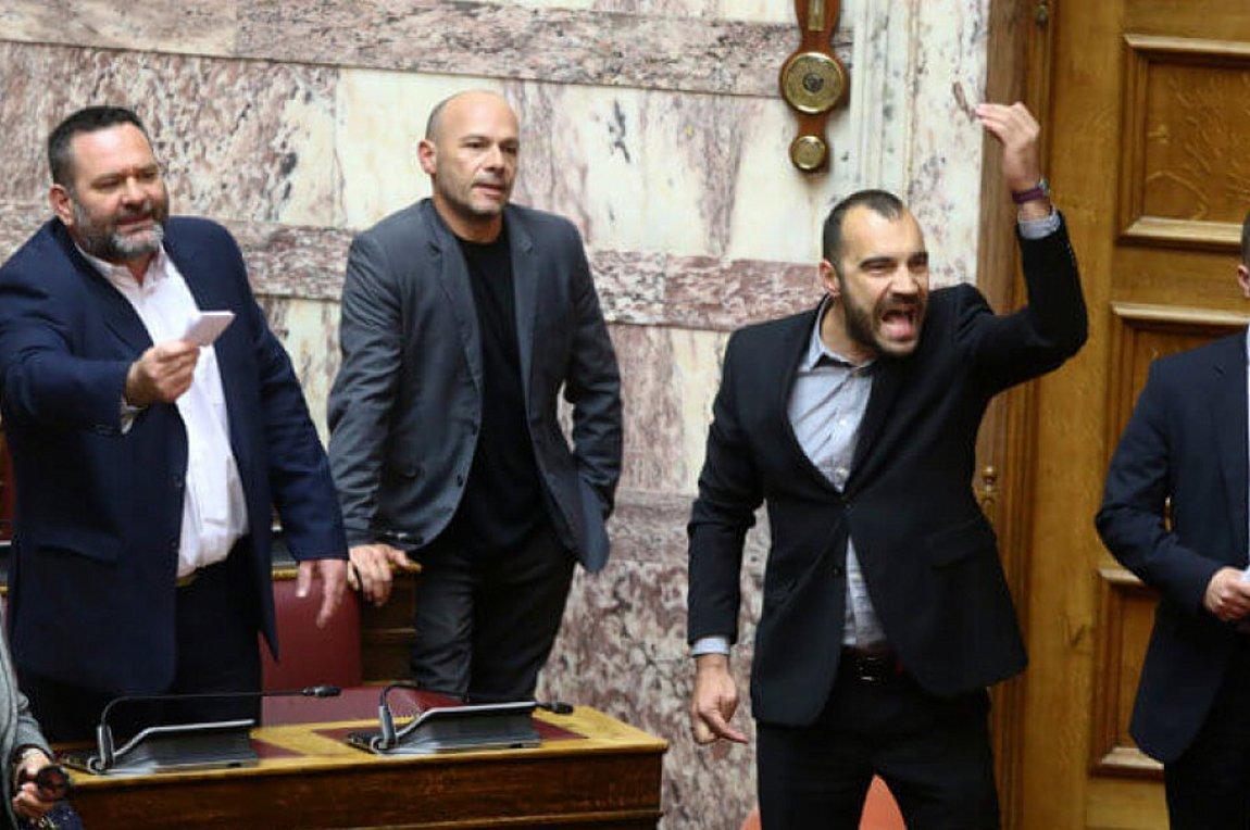 Βουλή: Επεισόδιο με τους Χρυσαυγίτες – Προεδρεύων: Περάστε έξω δολοφόνοι – Όλοι οι διάλογοι