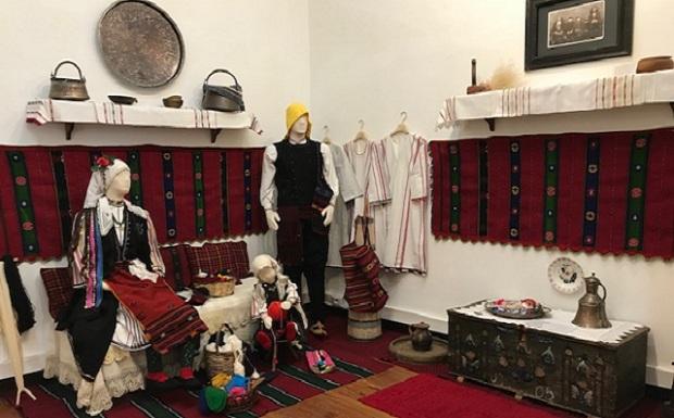 Παρατείνεται έως τις 15 Σεπτεμβρίου η έκθεση Χρώματα Μνήμης στο Μουσείο Λαϊκής Τέχνης και Παράδοσης «Αγγελική Χατζημιχάλη» Δήμου Αθηναίων