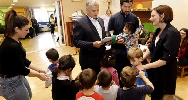 Στην Κιβωτό του Κόσμου για να προσφέρει δώρα στα παιδιά ο πρόεδρος του ΙΣΑ Γ. Πατούλης
