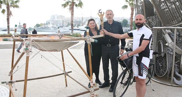 Παρουσία του δημάρχου Πειραιά, Γιάννη Μώραλη, η τελετή Αφής της «Φλόγας του Πόντου», στο Μνημείο Γενοκτονίας των Ελλήνων του Πόντου, στην Πλατεία Αλεξάνδρας