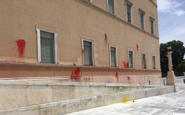 Ο Ρουβίκωνας πίσω από την επίθεση στη Βουλή
