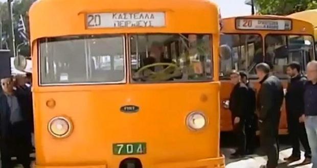 Είδαμε στους δρόμους του Πειραιά το ιστορικό τρόλεϊ της δεκαετίας του '50