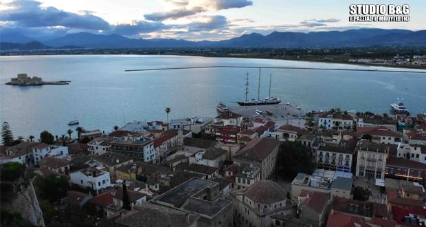 6ο Mediterranean Yacht Show – Ναύπλιο: Εφτασαν τα πρώτα πολυτελή σκάφη (βίντεο-εικόνες)