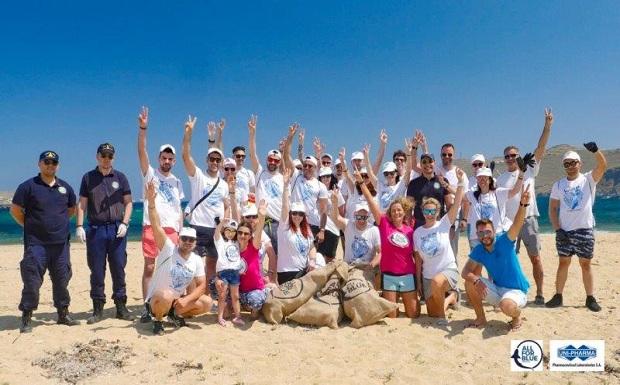 SAVE THE SEA: Η Green Team του ΟΦΕΤ καθάρισε θάλασσες και ακτές της Μυκόνου