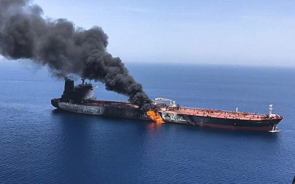 Συναγερμός στον Κόλπο του Ομάν – «Τορπίλη» στην τιμή του πετρελαίου
