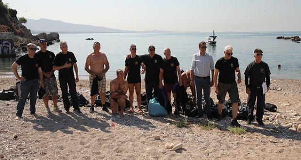 Καθαρισμός του βυθού της θάλασσας στην πλαζ Βοτσαλάκια από τον Σύνδεσμο Ελλήνων Βατραχανθρώπων με τη στήριξη του Δήμου Πειραιά