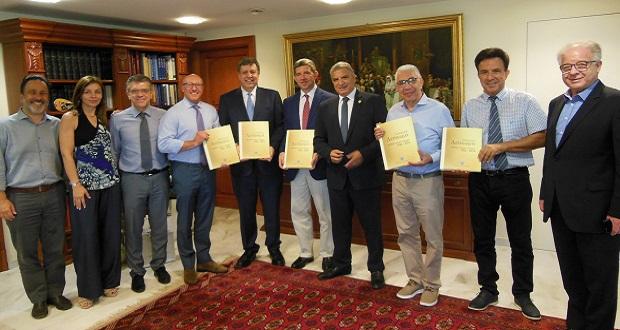 Συνάντηση με επίκεντρο τη διεξαγωγή Παγκόσμιου Συνεδρίου Ελλήνων Ιατρών στην Ελλάδα το 2020