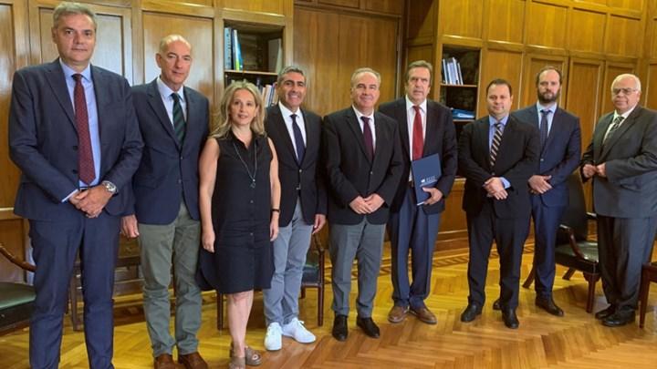 Την κατάργηση των ενδιάμεσων εκπτώσεων ζητεί η ΕΣΕΕ – Συνάντηση με τον υφυπουργό Ανάπτυξης