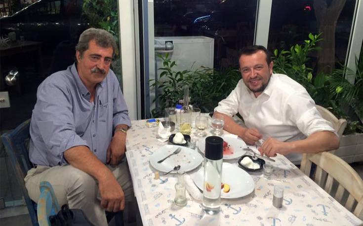 Παύλος Πολάκης και Νίκος Παππάς χαλάρωσαν σε ψαροταβέρνα στο Μοσχάτο