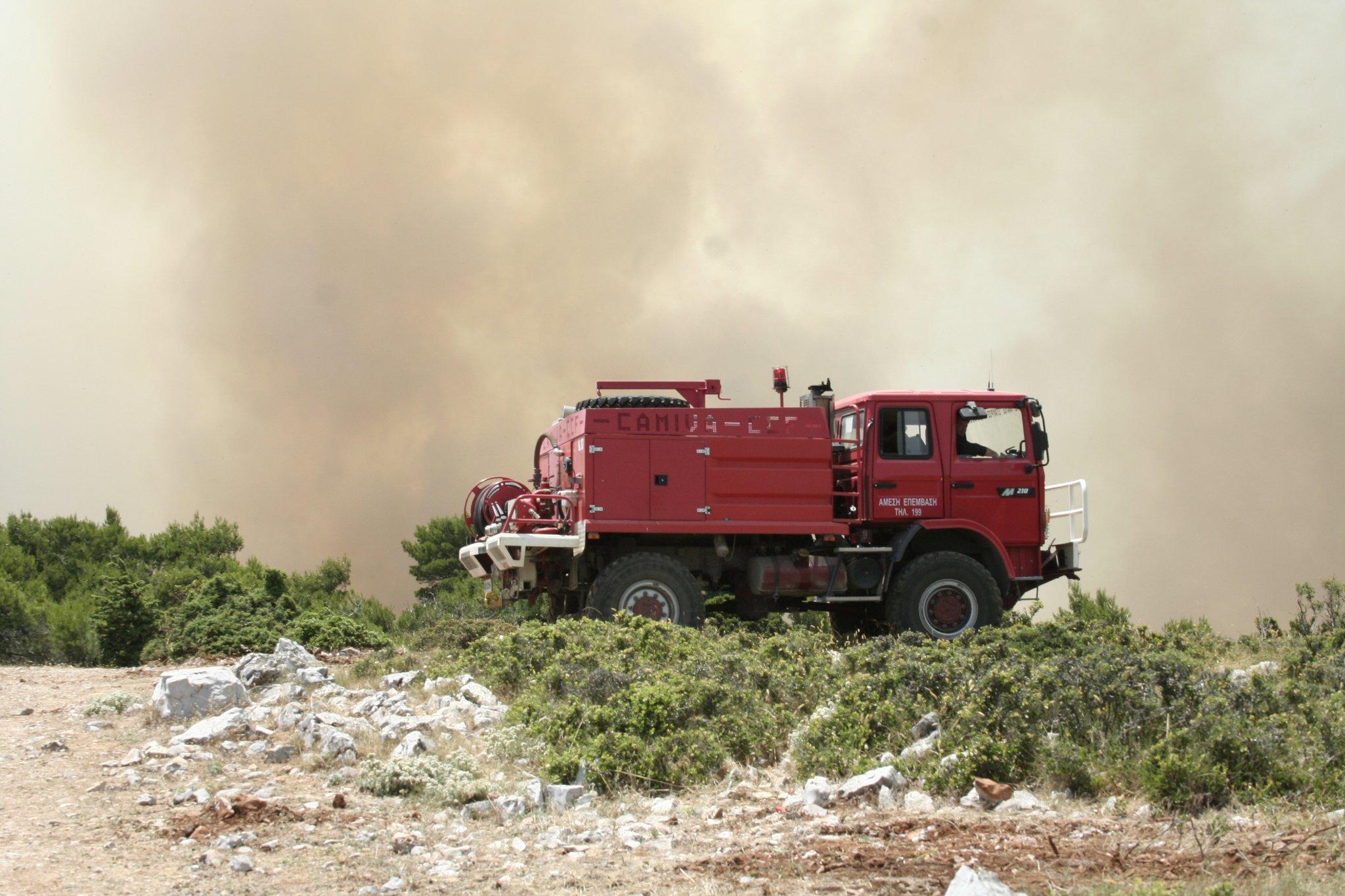 Μεγάλη φωτιά σε δασική έκταση στην Κεφαλονιά