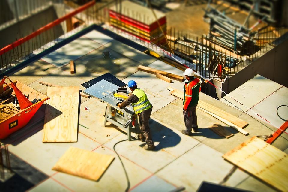 ΕΛΣΤΑΤ: Αύξηση κατά 7,4% στις οικοδομικές άδειες για τον μήνα Μάιο