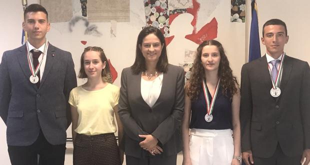 Η Υπουργός Παιδείας και Θρησκευμάτων τίμησε μαθητές που διακρίθηκαν στη Διεθνή Ολυμπιάδα Βιολογίας