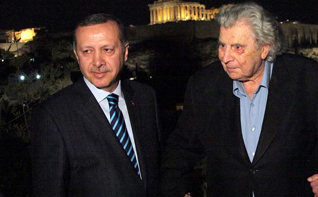 Ο Μίκης σαλπίζει υποχώρηση στον Ερντογάν