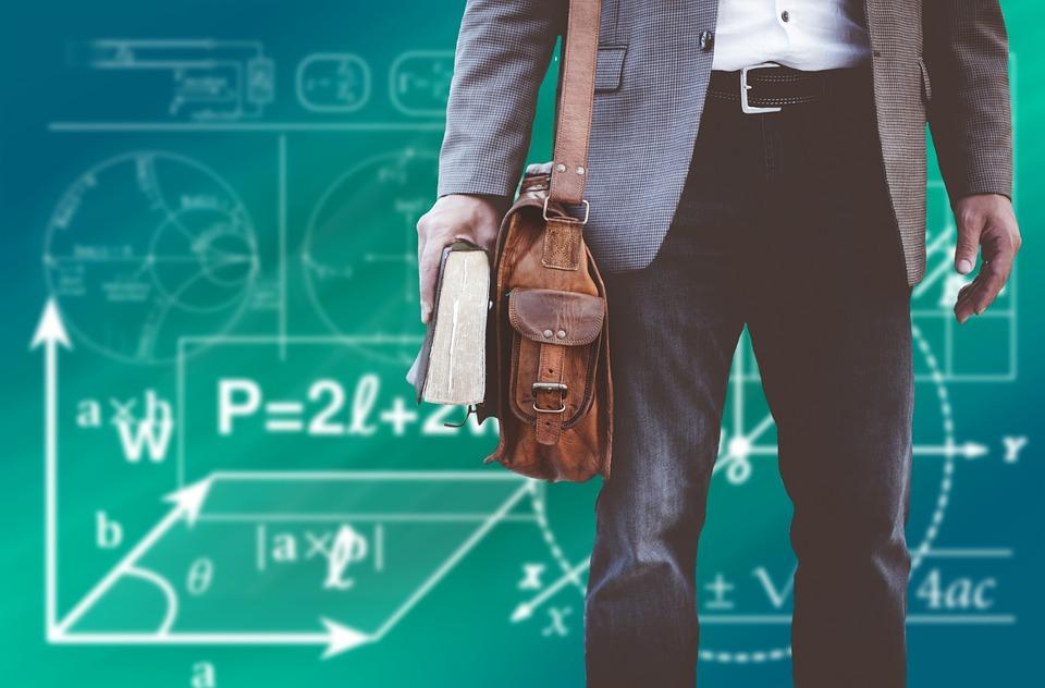 Μ. Κουρής: «Επαγγελματικό ασυμβίβαστο» – Δεν μπορεί ο Καθηγητής Πανεπιστημίου να είναι και… παπάς και ζευγάς!